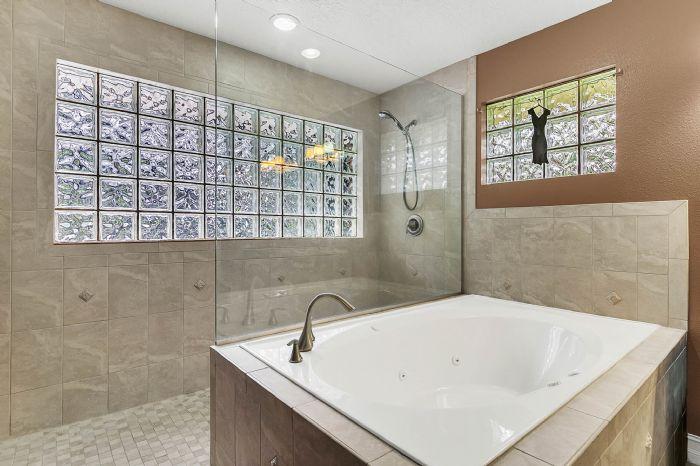 105-polo-ln--sanford--fl-32771----19---master-bathroom.jpg