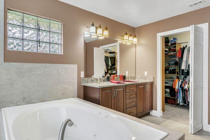 105-polo-ln--sanford--fl-32771----20---master-bathroom.jpg