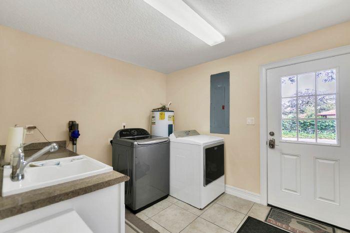 105-polo-ln--sanford--fl-32771----28---laundry-room.jpg