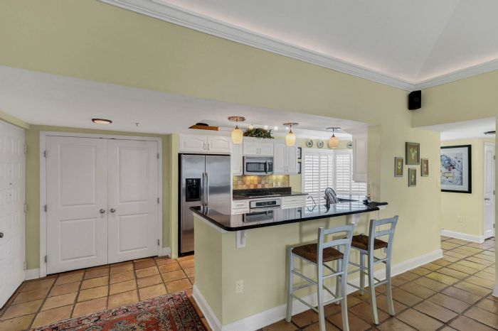 206-quayside-cir--ph--601--maitland--fl-32751---08---kitchen.jpg