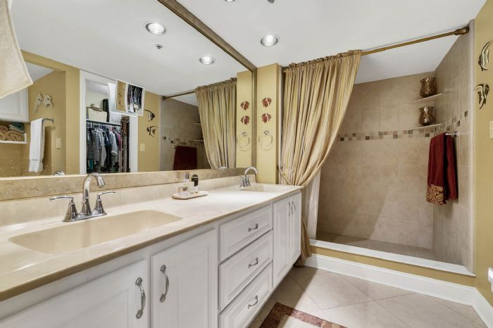 206-quayside-cir--ph--601--maitland--fl-32751---18---master-bathroom.jpg