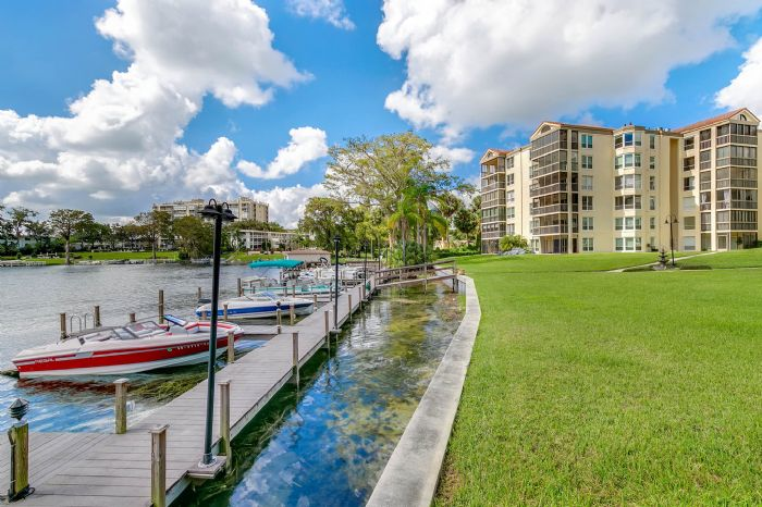 206-quayside-cir--ph--601--maitland--fl-32751---26---community.jpg