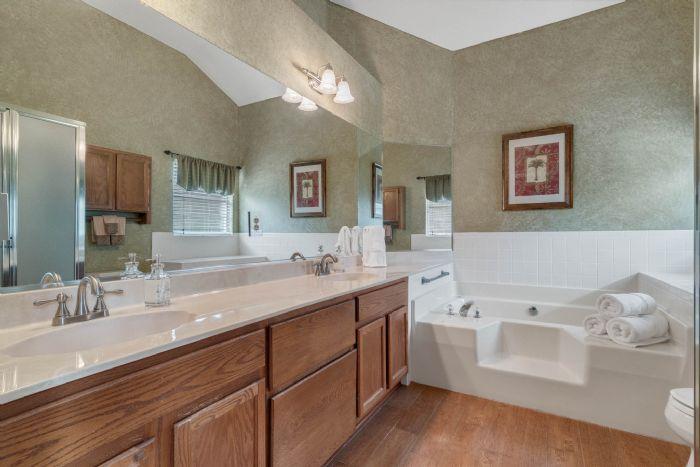 768-woodcraft-dr--apopka--fl-32712----20---master-bathroom.jpg
