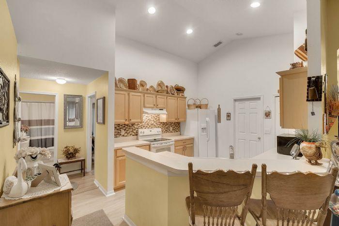 920-stanvoy-st--apopka--fl-32712----10---kitchen.jpg