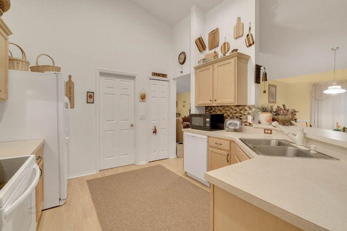 920-stanvoy-st--apopka--fl-32712----11---kitchen.jpg