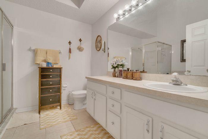920-stanvoy-st--apopka--fl-32712----13---master-bathroom.jpg