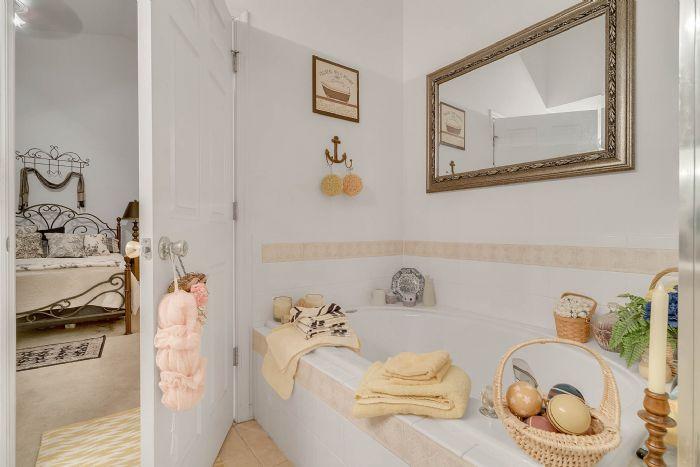920-stanvoy-st--apopka--fl-32712----14---master-bathroom.jpg