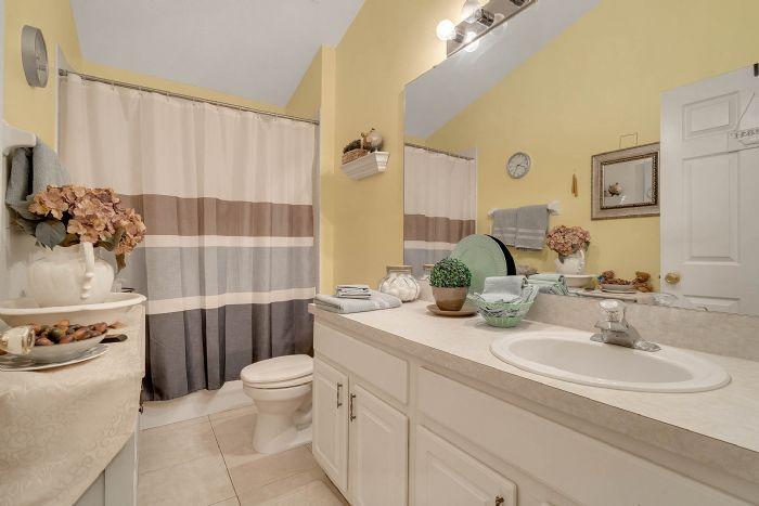 920-stanvoy-st--apopka--fl-32712----18---bathroom.jpg