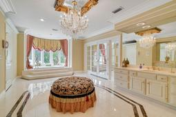 617-E-Club-Cir--Longwood--FL-32779----29---Master-Bathroom.jpg