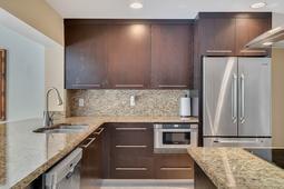 8949-Royal-Birkdale-Ln--Orlando--FL-32819----18---Kitchen.jpg