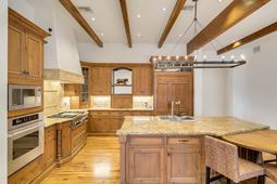 9801-Laurel-Valley-Dr--Windermere--FL-34786----19---Kitchen.jpg
