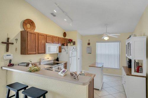 916-Reserve-Pl--Davenport--FL-33896----06---Kitchen.jpg