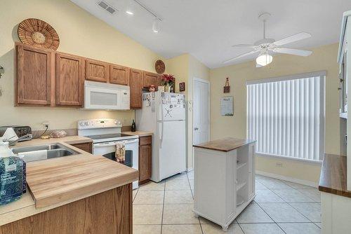916-Reserve-Pl--Davenport--FL-33896----07---Kitchen.jpg