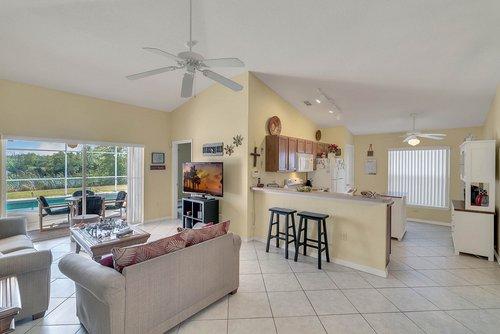 916-Reserve-Pl--Davenport--FL-33896----09---Family-Room.jpg