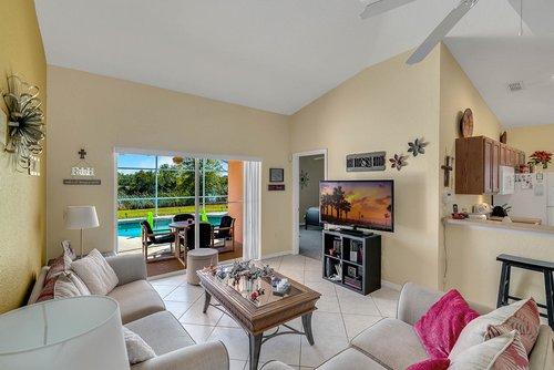 916-Reserve-Pl--Davenport--FL-33896----10---Family-Room.jpg