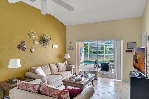 916-Reserve-Pl--Davenport--FL-33896----12---Family-Room.jpg