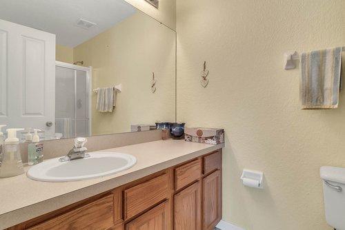 916-Reserve-Pl--Davenport--FL-33896----16---Master-Bathroom.jpg
