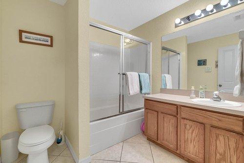 916-Reserve-Pl--Davenport--FL-33896----19---Bathroom.jpg