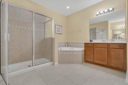 1434-Vivaldi-Pl--Longwood--FL-32779----28---Master-Bathroom.jpg