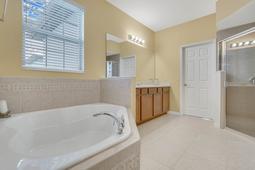 1434-Vivaldi-Pl--Longwood--FL-32779----30---Bathroom.jpg