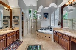 9018-Southern-Breeze-Dr--Orlando--FL-32836----27---Master-Bathroom.jpg