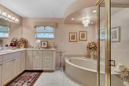 Interior-14---Master-Bathroom---3570-La-Salle-Ave--St-Cloud--FL-34772.jpg
