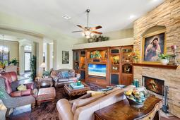 Interior-15---Family-Room---665-Majestic-Oak-Dr--Apopka--FL-32712.jpg