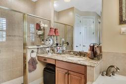 Interior-21---Master-Bathroom---665-Majestic-Oak-Dr--Apopka--FL-32712.jpg