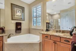 Interior-22---Master-Bathroom---665-Majestic-Oak-Dr--Apopka--FL-32712.jpg