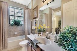 Interior-25---Bathroom---665-Majestic-Oak-Dr--Apopka--FL-32712.jpg