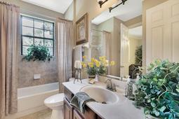 Interior-25---Bathroom---665-Majestic-Oak-Dr--Apopka--FL-32712.jpg