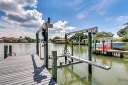 18-Spanish-Main-St.-Tampa--FL-33609---44--Boat-Lift.jpg