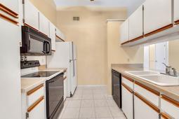1056-Abell-Cir--Oviedo--FL-32765----12---Kitchen.jpg