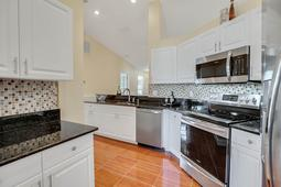 612-56th-Ave.-S--St.-Petersburg--FL-33705--10--Kitchen-3.jpg
