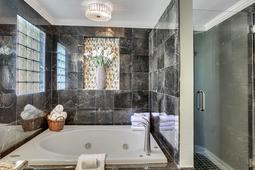 612-56th-Ave.-S--St.-Petersburg--FL-33705--20--Owner-s-Bath-3.jpg