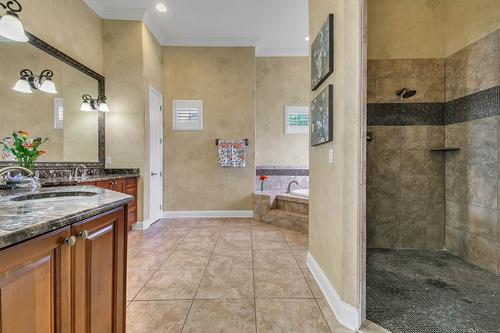 17050-Royal-Palm-Dr--Groveland--FL-34736----36---Master-Bathroom.jpg