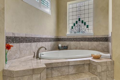 17050-Royal-Palm-Dr--Groveland--FL-34736----37---Master-Bathroom.jpg