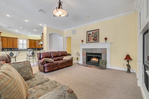 10909-Emerald-Chase-Dr--Orlando--FL-32836---14---Family-Room.jpg