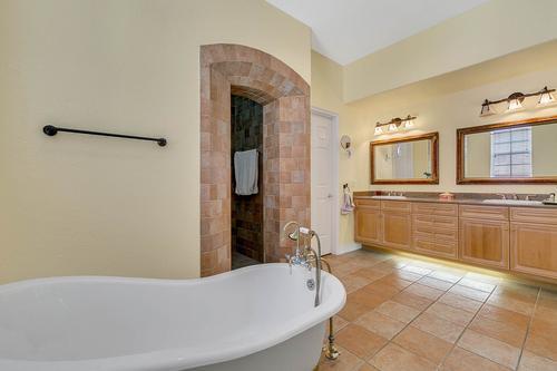 10909-Emerald-Chase-Dr--Orlando--FL-32836---23---Master-Bathroom.jpg