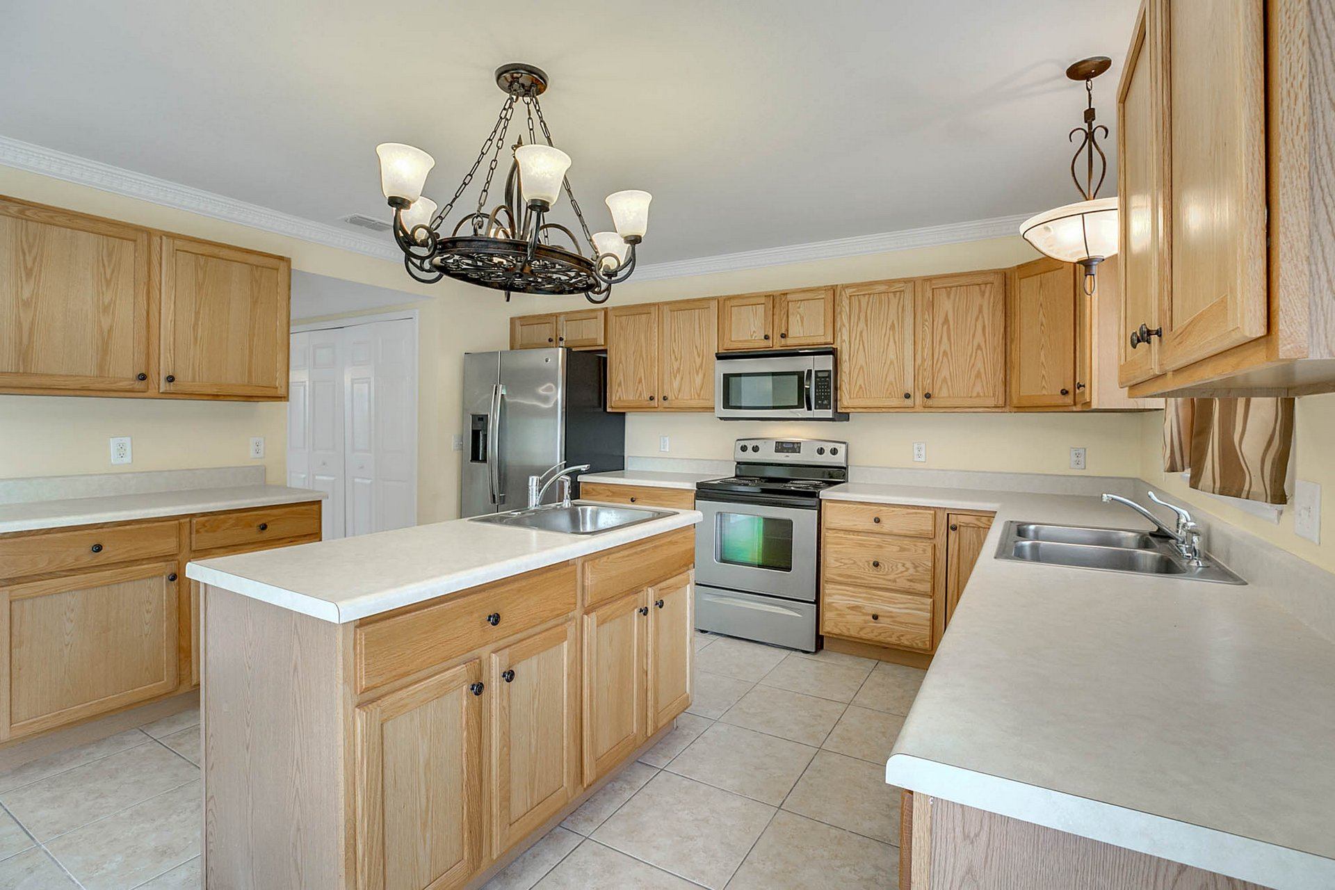 3205-Bellericay-Ln.-Land-O-Lakes--FL-34638--07--Kitchen-2.jpg