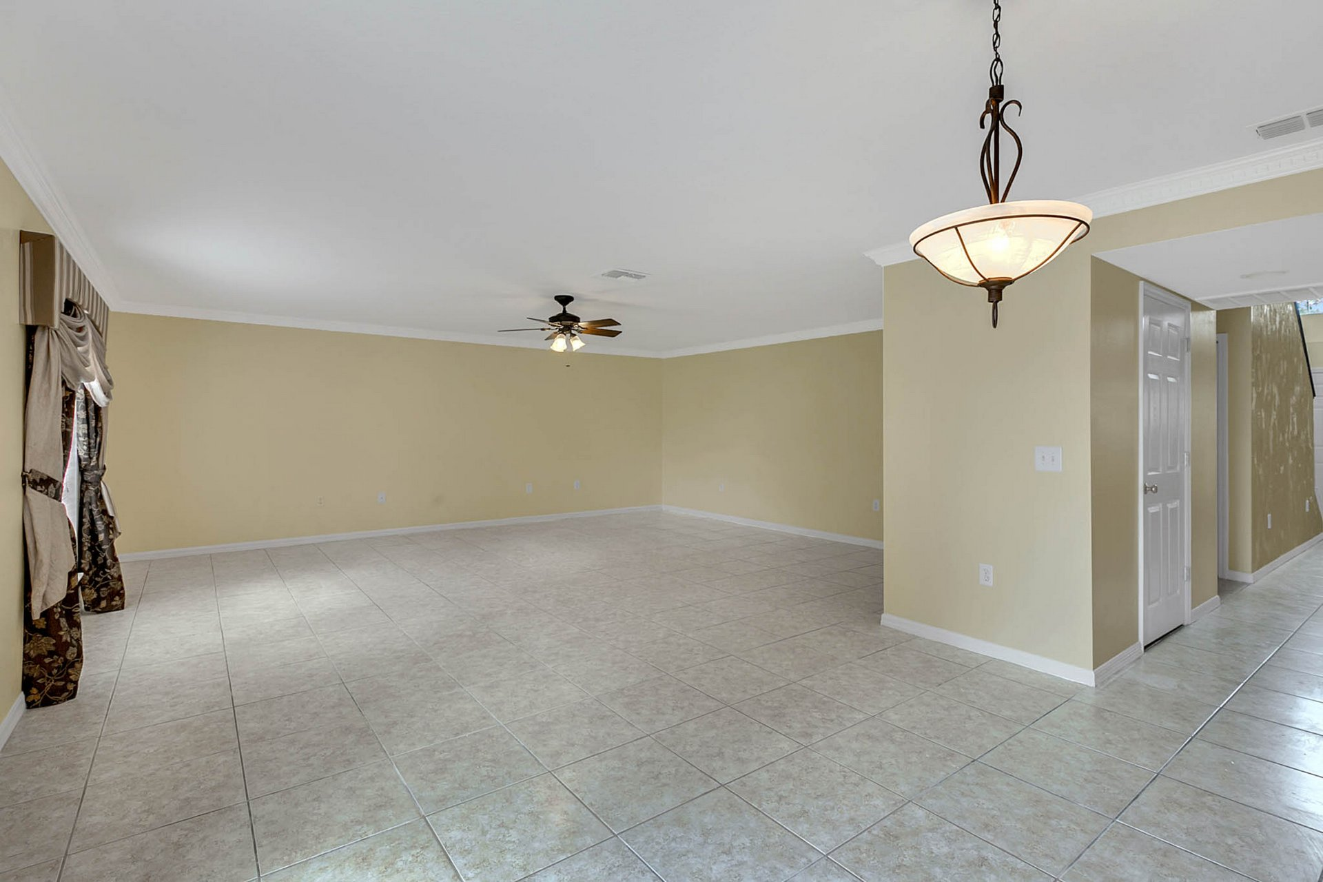 3205-Bellericay-Ln.-Land-O-Lakes--FL-34638--08--Family-Room.jpg