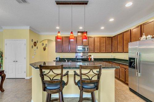 10019-Armando-Cir--Orlando--FL-32825----08---Kitchen.jpg