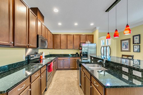 10019-Armando-Cir--Orlando--FL-32825----09---Kitchen.jpg