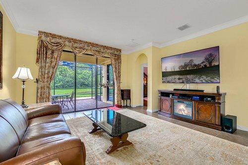 10019-Armando-Cir--Orlando--FL-32825----11---Family-Room.jpg