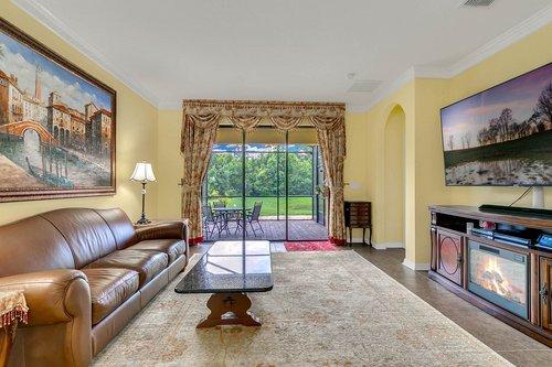 10019-Armando-Cir--Orlando--FL-32825----12---Family-Room.jpg