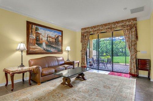 10019-Armando-Cir--Orlando--FL-32825----13---Family-Room.jpg