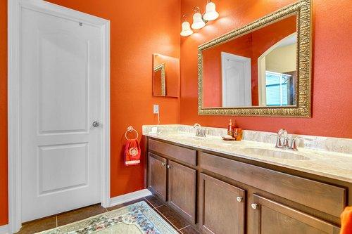 10019-Armando-Cir--Orlando--FL-32825----17---Master-Bathroom.jpg