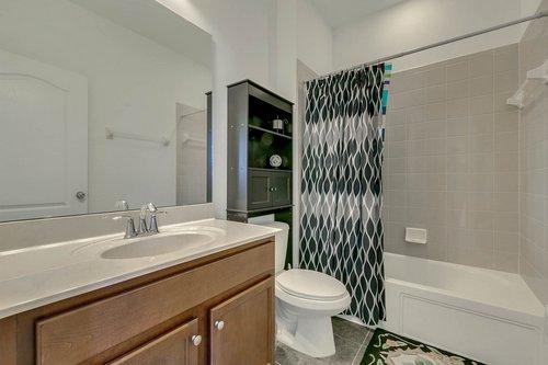 10019-Armando-Cir--Orlando--FL-32825----23---Bathroom.jpg