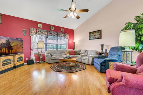 23115-Glory-Rd--Howey-In-The-Hills--FL-34737----13---Family-Room.jpg