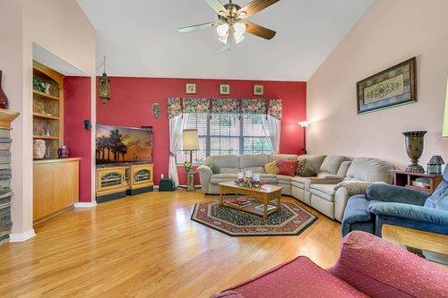 23115-Glory-Rd--Howey-In-The-Hills--FL-34737----14---Family-Room.jpg